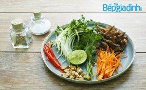 Món chay: Gỏi rau mầm cá cơm chay
