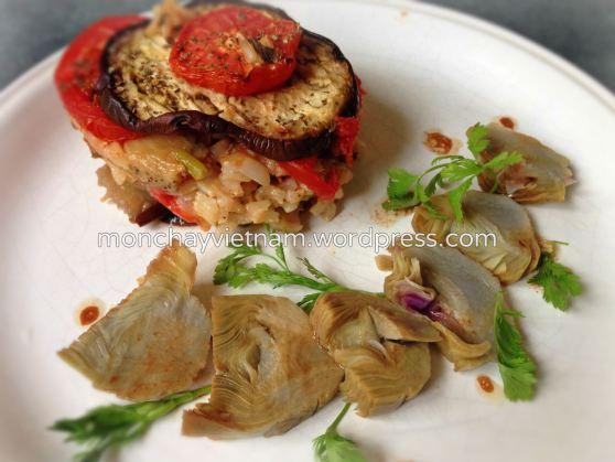 Cơm lức cà tím cà chua với salad nhân atiso 1
