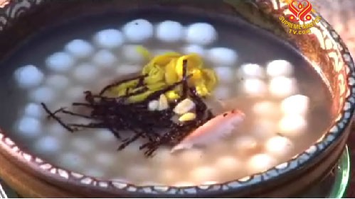 Món chay : Ddeokguk (Súp Bánh Gạo) .