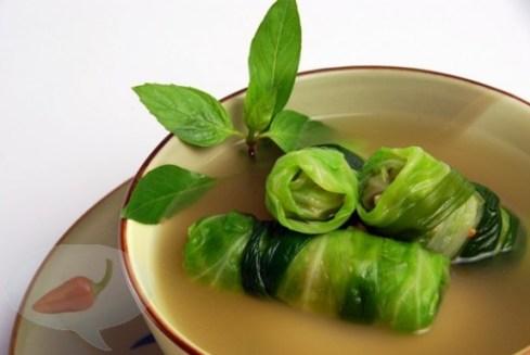 Món chay : Canh bắp cải cuộn .