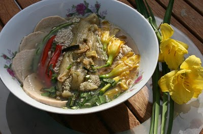 Món chay : Canh Cà Tím Nướng và Hoa Lily .