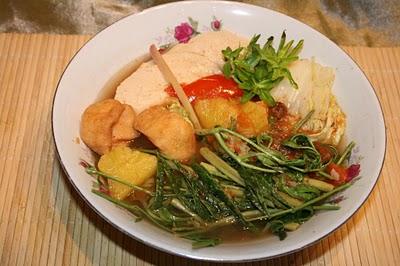 Món chay : Canh Chua Khóm Rau Nhúc.