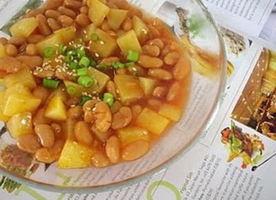 Món chay : Đậu ninh nấu khoai tây .