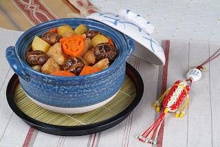 Món chay : Khoai tây và nấm kho tộ .
