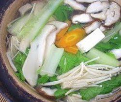 Lẩu nấm và rau cải 3