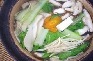 Lẩu nấm và rau cải 1