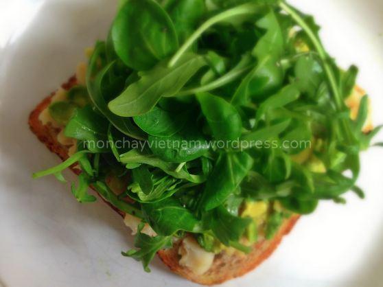 Sanwiche phômai chay bằng đậu trắng bơ lạc